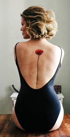 watercolor poppy tattoo © tattoo artist Th. Flower Spine Tattoos, Tattoos For Women Flowers, Flower Tattoo Back, Tattoos For Kids, Watercolor Poppy Tattoo, Poppies Tattoo, Watercolor Poppies, Tattoo Sleeve Designs, Sleeve Tattoos