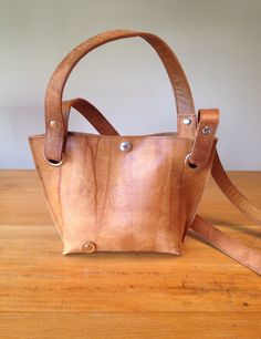 Small, cute hand-shoulderbag, made of re-used gymmaterial.
