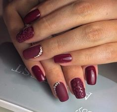 A vinous manicure which will suit well for a holiday or any special occasion. A composition of matte and glossy coating looks very original, and the matte