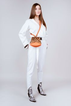 Genuine leather crossbody bag OVsatchel Brand Leather Crossbody Bag, White Jeans, Candy, Handbags, Photo And Video, My Style, Outfits, Instagram, Women