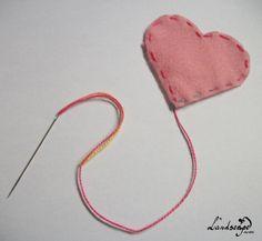Marcador de livro em forma de coração.