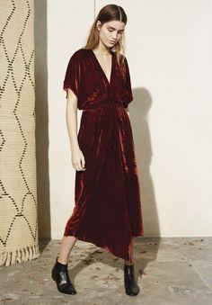 Asymmetric V-neck velvet dress, narrow waistband and gather detailingTrue to…