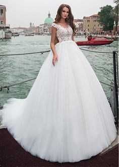 Buy discount Attractive Tulle Scoop Neckline Ball Gown Wedding Dress With Beaded Lace Appliques at Dressilyme.com