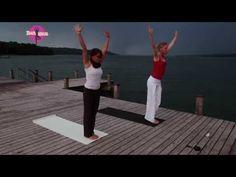 YOGAMOUR #15 - Yoga-Anleitung: Mit dem Sonnengruß warm und wach werden