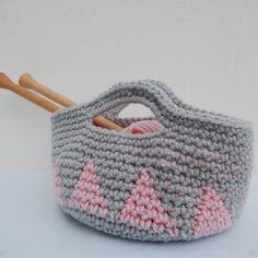 cesto de lana con asas, gris y rosa