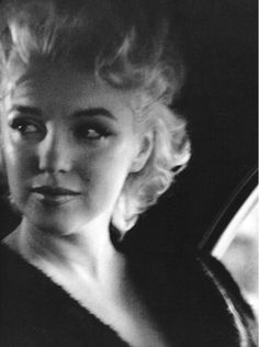 Marilyn travelling to Madison Square Garden, NYC, March 1955. Photo by Ed Feingersh.