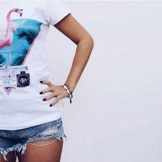 """""""Miami Flamingo"""" do @astronaut_arc no detalhe. Link aqui ó: http://ift.tt/2dsvNdz #movidoapessoasincriveis #camiseta"""