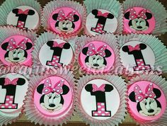 Mickey Mouse Treats, Minnie Mouse Birthday Cakes, Minnie Mouse Party, Macaroon Cookies, Oreo Cookies, Image Minnie, Chocolate Dipped Cookies, Oreo Pops, Fruit Arrangements
