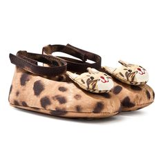 These baby Mary Janes from Dolce & Gabbana are a n adorable and a stand-out choice for your little girl. The leopard print style f