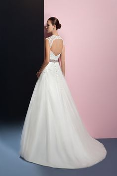 Een prachtig detail van deze jurk is rug. #Oreasposa