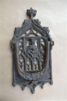 BEAUTIFUL HUGE ANTIQUE BRONZE GOTHIC CHURCH DOOR KNOCKER