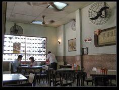 懷舊冰室 - 餐廳 - 香港玩樂指南 - SeeWide 香港特搜 Tea Restaurant, Restaurant Branding, Chinese Restaurant, Restaurant Design, Inside Shop, Chinese Buildings, Vintage Architecture, Noodle Bar, Casual Restaurants