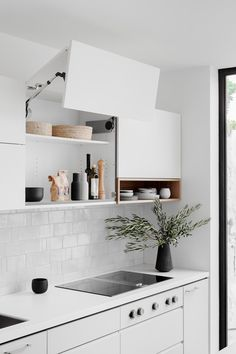This ain't your average kitchen folks. No overhead range hood here, no siree. Tidy Kitchen, Decor, Small Home Offices, Kitchen Design Small, Kitchen Remodel, Kitchen Design, Compact Kitchen Design, Interior, Beautiful Kitchens