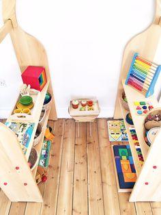 Amazingly set up Montessori style bedroom - Eloise, Sam & Frida (vis the Montessori Notebook)