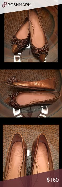 """💥Tory Burch Crystal Bow Flat Bronze shoes💥 Capped with a crystallized bow, this Tory Burch skimmer shines luminous charm for day or night. Tory Burch crackled metallic leather skimmer. Faceted crystals embellish grosgrain bow. Grosgrain piping trims collar. Almond toe. Padded leather insole. Leather lining and sole. """"Vanessa"""" is made in Brazil.     Color: Bronze Tan. Tory Burch Shoes Flats & Loafers"""