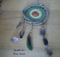 ☼Filtro dos Sonhos LiberdArt ☼  Cores do reggae, árvore da vida em arame, penas variadas :-) Face: Bruna Lourenso Page: LiberdArt Artesanato
