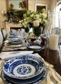 A beautiful luncheon in celebration of my collaboration with Giddy Paperie! - The Enchanted Home White Desk Top, Find A Room, Italian Theme, Small Dining Area, Enchanted Home, Blue And White China, Deck Design, Home Entertainment, White Decor