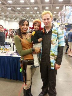 Firefly cosplay at Dallas comiccon Zoe, Wash and baby Jayne New Halloween Costumes, Hallowen Costume, Halloween Queen, Family Costumes, Couple Halloween, Family Cosplay, Couples Cosplay, Epic Cosplay, Cosplay Costumes