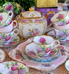 We have the finest vintage china tea sets and all accessories available to hire in Perth for luxury high teas, weddings, baby and bridal showers. Vintage China, Tee Set, Decoration Chic, China Tea Sets, Shabby Vintage, Vintage Table, Shabby Chic, Tea Sets Vintage, Vintage Teacups