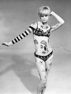 goldie-hawn-on-rowan-and-martins-laugh-in-1968.jpg 485×640 pixels