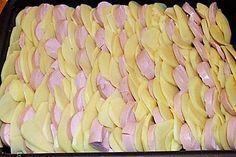 Sahniges Kartoffel - Fleischwurst - Gratin potato al horno asadas fritas recetas diet diet plan diet recipes recipes Chorizo And Potato, Beef And Potatoes, Stewed Potatoes, Hamburger Meat Recipes, Sausage Recipes, Potato Recipes, Chicken Recipes, Crockpot Recipes, Latin Food