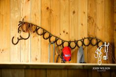 Horseshoe hanger