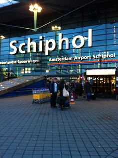 Amsterdam Airport Schiphol (AMS) en Schiphol, Noord-Holland #travel #airports