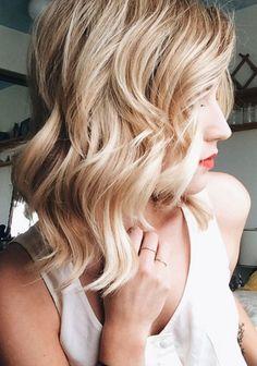 Cute, Asymmetrical Wavy Haircut Love Hair, Great Hair, Gorgeous Hair, Medium Hair Styles, Short Hair Styles, Hair Medium, Medium Length Hair Cuts With Layers, Medium Layered, Blonder Bob