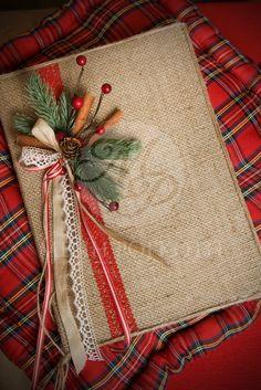 Χριστουγεννιάτικο βιβλίο ευχών ντυμένο με λινάτσα με χειροποίητη… Christmas Favors, Christmas Diy, Xmas, Album Book, Party Favors, Favours, Wedding Guest Book, Christening, Decoupage