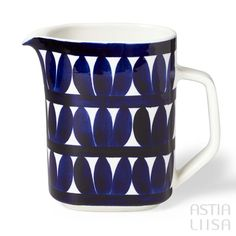 Arabia Sotka Pitcher 1,0 l, designed by Raija Uosikkinen. Find out more about Nordic vintage from Finland on our website 🔎 www.astialiisa.com⠀ 🌍 Free shipping on orders over 50 €!  #raijauosikkinen #arabia #arabiafinland #scandinavianvintage  #finnishvintage #nordicvintagehome #finnishhomes #nordichome #nordichomes #nordicdishes #nordicvintage #vintagedishes #retrodishes #uosikkinen #Finnishdesign #retrocups #coffeecup #Scandinaviandesign