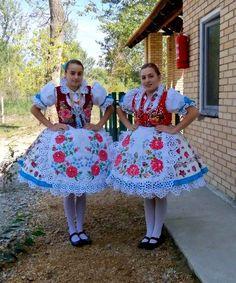 Folklore, Folk Costume, Costumes, Folk Festival, People Of The World, Pin Cushions, Traditional Dresses, Hungary, Romania