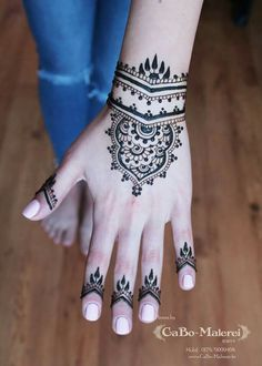 ber ideen zu henna tattoo fu auf pinterest henna henna tattoos und mehndi. Black Bedroom Furniture Sets. Home Design Ideas