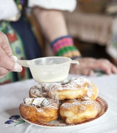 NAJLEPŠIE ŠIŠKY NA SVETE: Sú od Palušky a zjete ich teplé! Pretzel Bites, Muffin, Pie, Bread, Breakfast, Recipes, Food, Torte, Morning Coffee