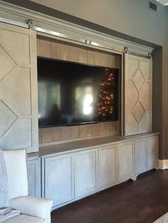 Barn door entertainment center diy tv covers ideas for 2019 Barn Door Tv Stand, Wood Barn Door, Barn Door Media Console, Living Tv, My Living Room, Small Living, Diy Tv, Rack Tv, Tv Covers