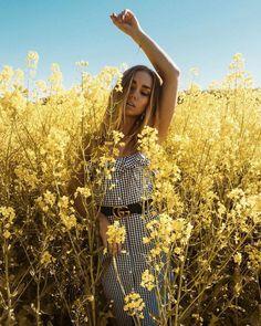 lifestyle fashion photography are look cool – girl photoshoot poses Outdoor Fashion Photography, Beauty Photography, Portrait Photography, Editorial Photography, Jupe Short, Shooting Photo, Portrait Poses, Night Portrait, Senior Portraits