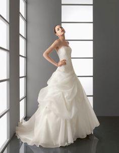Pretty ball gown natural waist organza wedding dress