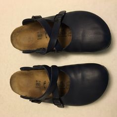 Navy Blue BIRKI'S by BIRKENSTOCKS Dorian Sz 9 These sandals are overall good condition, with some wear on the bottom and leather due to normal usage. Nothing major- still had a lot of life left! Birkenstock Shoes Sandals