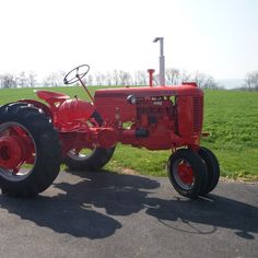 Do you think 1951 Case VAC deserves to win the Steiner Tractor Parts Photo Contest?  Have your say and vote today for your favorite antique tractor photos!