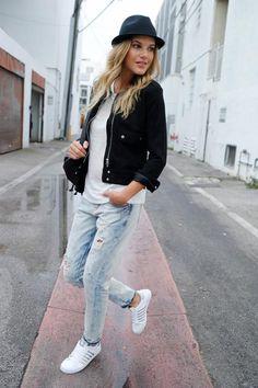 Weiße Sneaker wohin man sieht, doch diese stechen heraus: Durch die schmale Form und silbernen Streifen wirken die Belmonts im Gegensatz zu anderen Modellen feminin und zart. Als Kontrast zu lässigen Boyfriend-Jeans im Destroyed-Look sehen sie besonders gut aus – urban, sportlich und sexy.