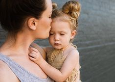Wondering how will divorce affect my child? Getting a divorce with kids involved can be tough but it doesn't have to be world-ending. Here are some ideas to see you through and minimise the effects of divorce on children. Co Parenting, Gentle Parenting, Parenting Courses, Peaceful Parenting, Parenting Toddlers, Foster Parenting, Qigong, Massage Packages, 2 Year Olds