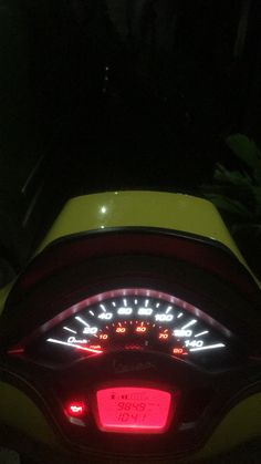 Vespa Sprint, Night Vibes, Motorcycle Style, Aesthetic Girl, Serendipity, Bikers, Highlight, Backgrounds, Luxury Cars
