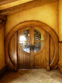 Doors at the green dragon inn, hobbiton, matamata nw. Cool Doors, Unique Doors, Hobbit Hole, The Hobbit, Porte Design, Photo Deco, Door Knockers, Wooden Doors, Windows