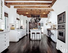 Totally inspiring farmhouse kitchen island ideas Ruth At His Home In Amagansett New York Talent Agent Sandy Gallin Warmed Up White Kitchen Architectural Digest White Kitchens Design Ideas Architectural Digest Architectural Digest, Layout Design, Design Ideas, Retro Design, Cocina Shabby Chic, Scandinavian House, Walnut Floors, Wood Beams, Kitchen Remodeling