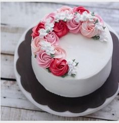 Bake With Love 사랑으로 베이킹 rosette half wreath buttercream cake. Pretty Cakes, Cute Cakes, Beautiful Cakes, Amazing Cakes, Rose Cake, Roses On Cake, Cake With Flowers, White Flowers, Floral Cake