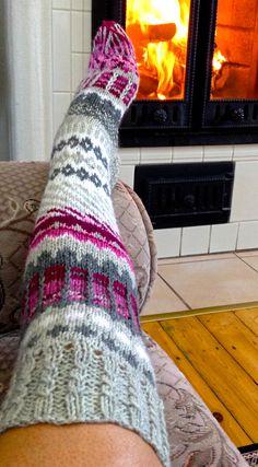 Slikovni rezultat za knit socks pattern over the knee Crochet Leg Warmers, Diy Crochet And Knitting, Crochet Slippers, Love Crochet, Crochet Clothes, Sexy Socks, Cute Socks, Thick Socks, Wool Socks