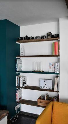 Vous ne saviez pas quoi mettre dans vos alcôves ? Avec ces quelques planches en bois, vous pourrez y glisser des étagères pour ranger livres et bibelots. Et tout cela sans équerre ! #tuto #tutoriel #tutorial #faitmain #handmade #home #deco