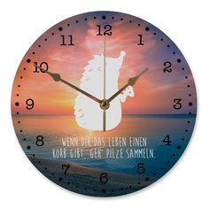 30 cm Wanduhr Igel mit Pilz aus MDF  Weiß - Das Original von Mr. & Mrs. Panda.  Diese wunderschöne Uhr von  Mr. & Mrs. Panda wird liebeveoll in unserem Hause bedruckt und an sie versendet. Sie ist das perfekte Geschenk für kleine und große Kinder, Weltenbummler und Naturliebhaber. Sie hat eine Grösse von 30 cm und ein absolut LAUTLOSES Uhrwerk.    Über unser Motiv Igel mit Pilz  Dieser kleine Stachelfreund liebt die Natur. Er liebt den Wald. Und er liebt es, Pilze zu sammeln. Um Fliegenpilze…