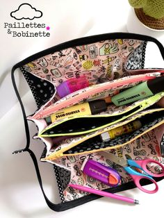 Sew Together Bag Couture Main, Sew Together Bag, Diy Sac, Couture Sewing, Girly, Sunglasses Case, Purses, Creative, Bags