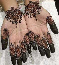 Simple mehndi designs for hands to kick start the ceremonial fun. If elaborate henna designs are a bit too much for you, then check out these henna designs. Dulhan Mehndi Designs, Mehandi Designs, Mehndi Designs For Girls, Mehndi Designs For Beginners, Modern Mehndi Designs, Mehndi Design Pictures, Beautiful Henna Designs, Latest Mehndi Designs, Henna Hand Designs