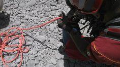 Guantes Rope de Ringers Gloves, Casco EOM Rojo ,apoyando al personal de Protección Civil Nuevo León para atender un Rescate.   #SoyEMS EMS México | Equipando a los Profesionales